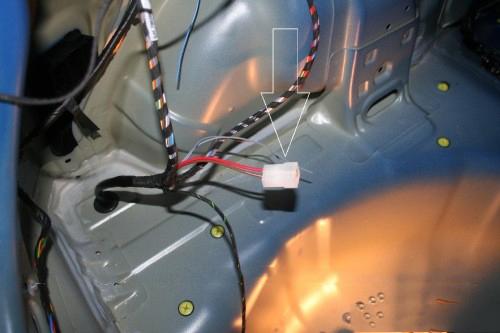 Deze stekker is ongebruikt en dient voor de constante stroom voor eventueel de caravan.